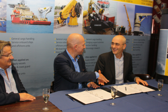 Agreement signing between Van Aalst Bulk Handling and Heila Cranes