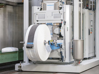 BEUMER fillpac FFS: High throughput, availability and a compact design are key features of the system
